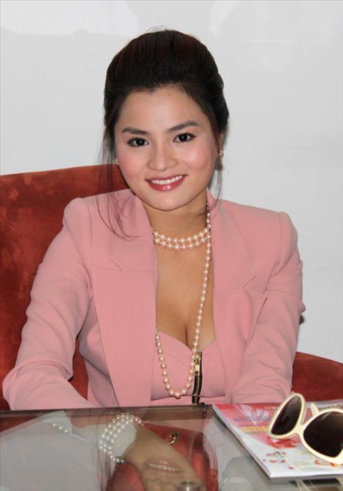 Vũ Thu Phương sau khi lấy chồng dường như quá hạnh phúc nên cô tăng cân lên trông thấy, khuôn mặt trở nên tròn xoe.