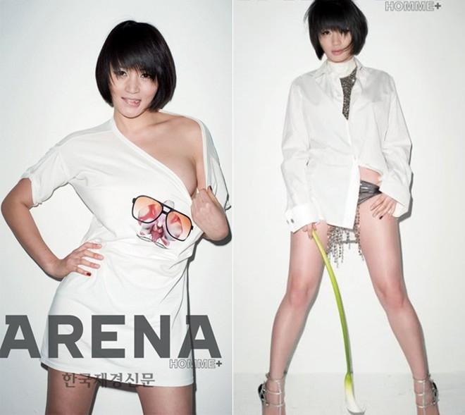 Dù không còn trẻ trung nhưng minh tinh Kim Hye Soo luôn chứng minh được sức quyến rũ của mình. Trong bộ ảnh trên tạp chí Arena, ngôi sao Thành thật với tình yêu không ngại tạo dáng vạch áo, khoe quần lót.