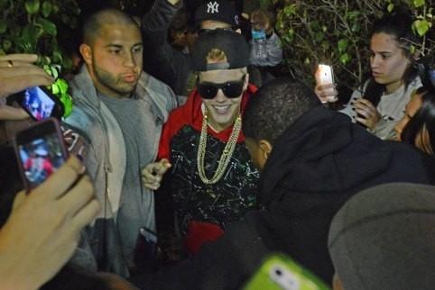 Justin Bieber dời tới khách sạn sau khi bị cảnh sát kiểm tra máy bay