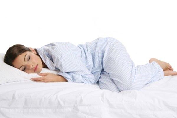 """""""Đọc vị"""" tính cách nàng qua dáng ngủ"""