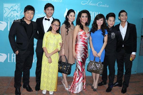 Quang Lê và các nghệ sĩ tham gia trong chương trình.