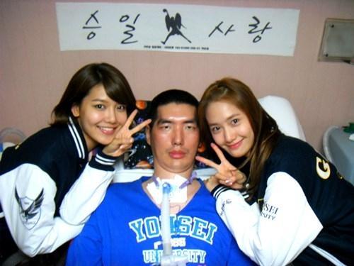Sooyoung và Yoona trong một lần đến thăm Park Seung-il, một cựu cầu thủ và huấn luyện viên bóng rổ. Sooyoung từng gây xúc động khi kể về chuyện tình của Park Seung Il trong chương trình Strong Heart