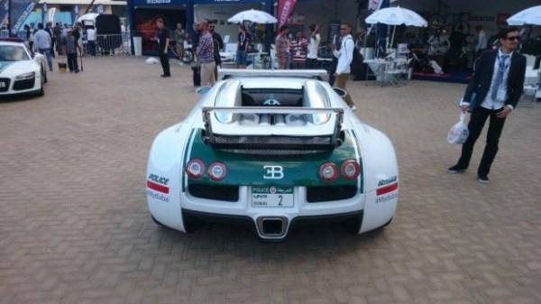 Ngắm siêu xe đi tuần Bugatti Veyron của cảnh sát Dubai