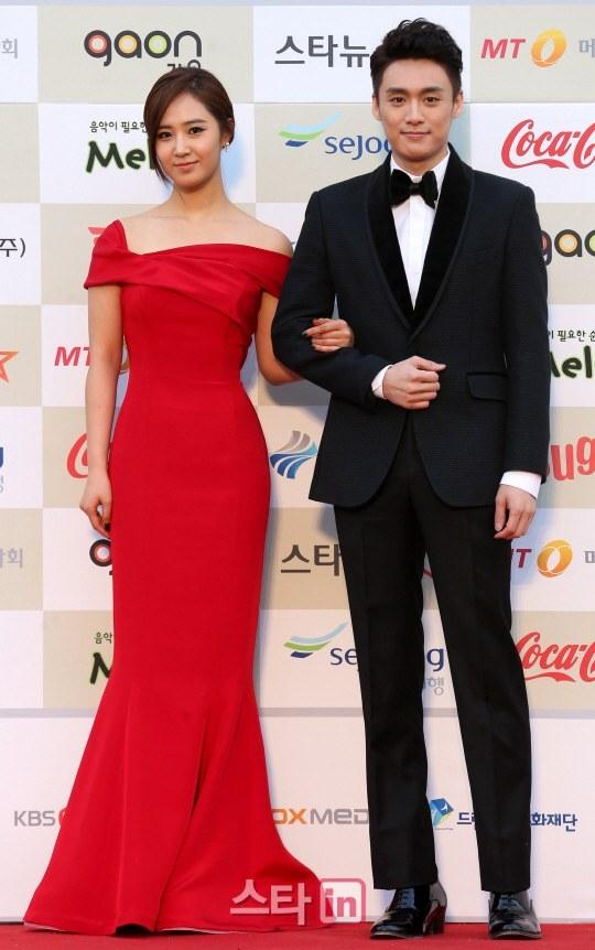 Hai MC Yuri và Oh Sang Jin sẽ là người dẫn dắt chương trình