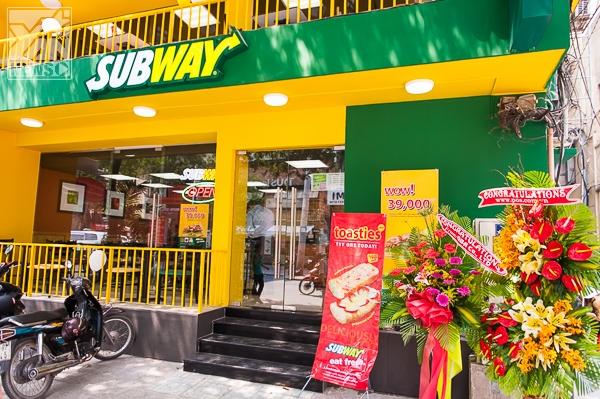"""Bánh mì """"xanh"""" Subway tưng bừng khai trương cửa hàng thứ 5"""