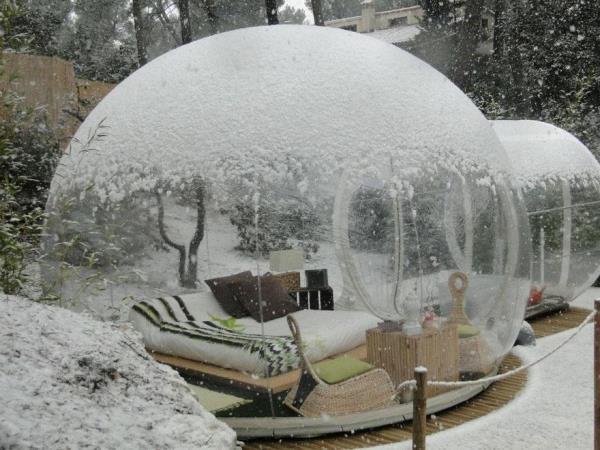 Bạn có từng mơ ước được một lần bước chân vào trong quả cầu tuyết? Attrap Reves là lựa chọn tuyệt vời cho bạn.