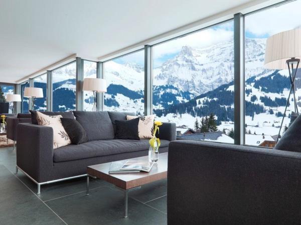 Tọa lạc dưới chân dãy núi phủ tuyết dày đặc, khách sạnCambri như thách thức với thiên nhiên.