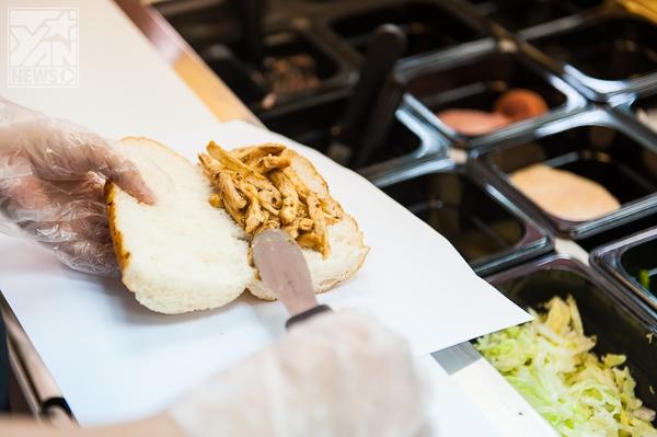 """Bánh mì """"xanh"""" Subway tưng bừng khai trương cửa hàng thứ 5 tại TP.HCM"""