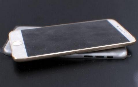 hững bức hình này chi tiết hơn và cho thấy cả mặt trước của iPhone 6, với màn hình lớn (tầm 4,7 inch) và đường viền siêu mỏng.