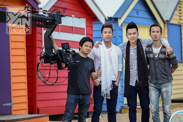 The Men cùng nhà sản xuất, nhạc sĩ Tạ Quang Huy (ngoài cùng bên phải) - Tin sao Viet - Tin tuc sao Viet - Scandal sao Viet - Tin tuc cua Sao - Tin cua Sao