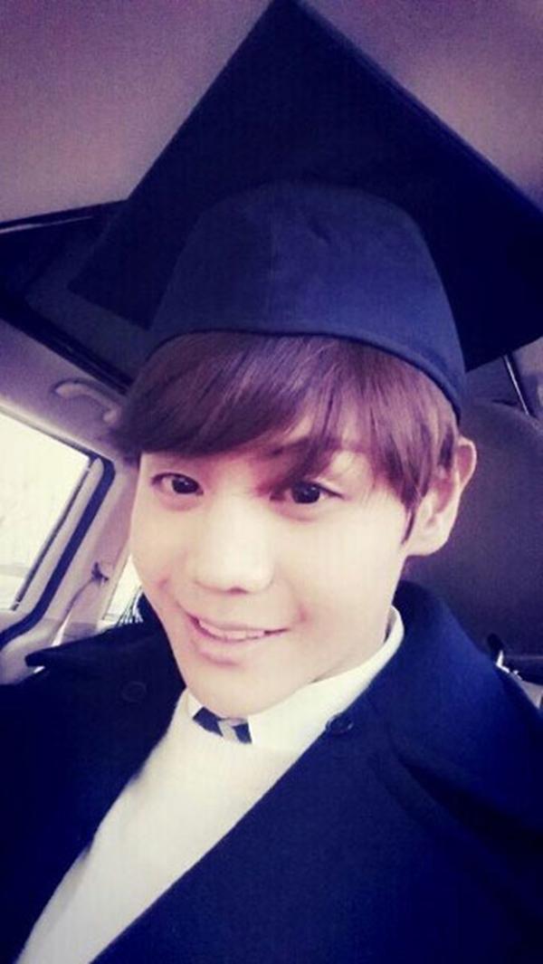 """Đó là một ngày trọng đại cho Yang Yo Seop (B2ST) : """"Tôi tốt nghiệp! Hehe! """""""