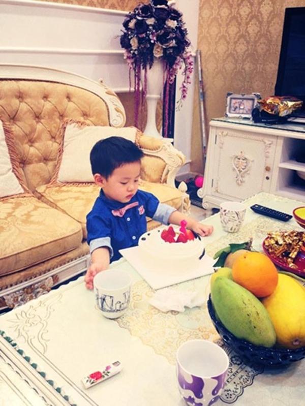 Bé Ken nhà Đăng Khôi sinh nhật 2 tuổi đúng ngày Valentine.