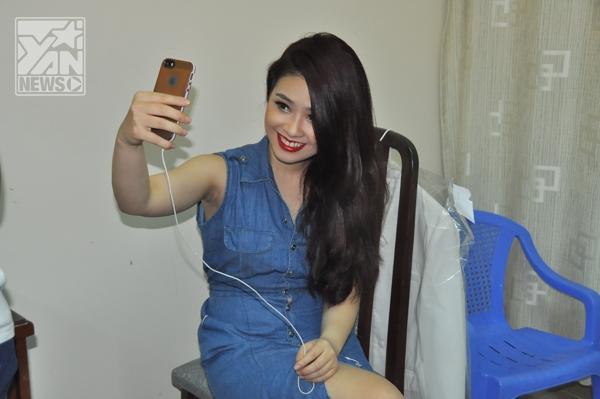 """Sau khi đã """"yên tâm"""" nữ ca sĩ làm """"thủ tục không thể thiếu"""" trong thời đại hiện nay: chụp ảnh đăng tải lên trang cá nhân của mình."""
