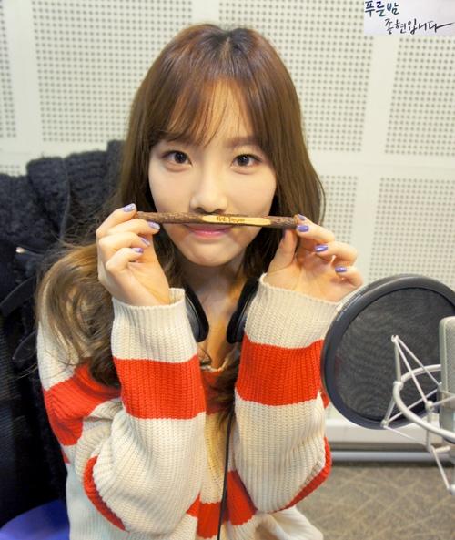Taeyeon siêu dễ thương tạo dáng với cây bút chì khiến fan ngất ngây