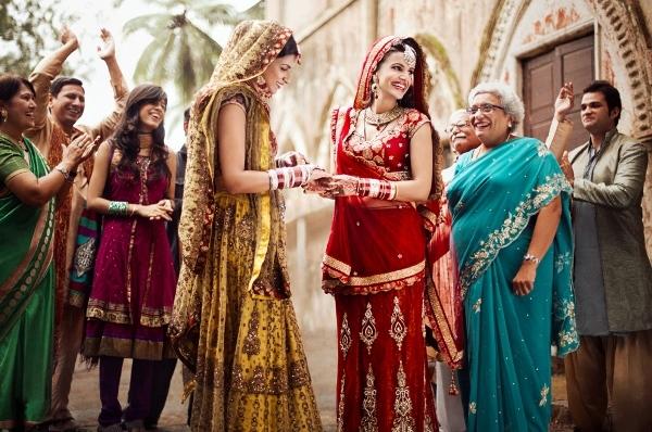 Ấn Độ- Đất nước mang nặng tư tưởng phong kiến truyền thống vẫn hân hoan chúc mừng cho hạnh phúc của cặp đôi này