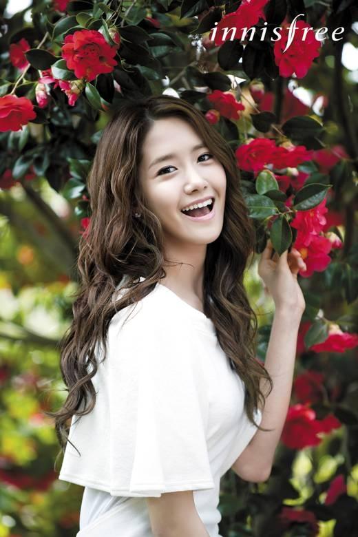 """Các cô gái ghen tỵ với Yoona vì cô ấy là """"nữ hoàng"""" trong lòng của """"chàng rễ quốc dân"""" Lee Seung Gi. Hơn nữa Yoona lại còn sở hữu những ngón tay tuyệt đẹp"""