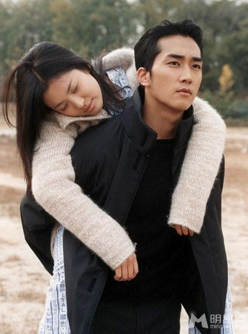 Đôi tình nhân đẹp nhất màn ảnh Hàn Quốc chính là Song Seung Hun và Song Hye Kyo trong Trái tim mùa thu