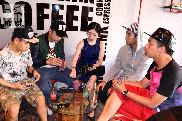 Yanbi cùng Amanda cafe rất vui vẻ với nhóm bạn thân. - Tin sao Viet - Tin tuc sao Viet - Scandal sao Viet - Tin tuc cua Sao - Tin cua Sao