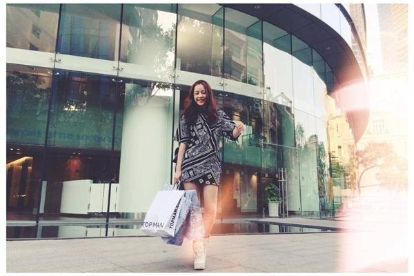 Chi Pu thích thú dạo phố và mua sắm sau những ngày làm việc vất vả