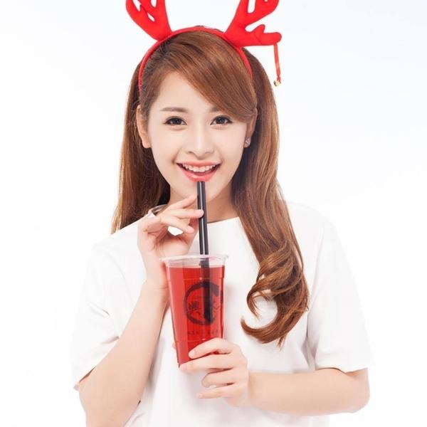 Bước ra từ cuộc thi Miss Teen và chỉ dừng lại ở top 20, nhưng Chi Pu (tên thật là Nguyễn Thùy Chi) đã chứng tỏ sức hút riêng biệt của mình. Chi Pu tên thật là Nguyễn Thuỳ Chi. Cô sinh năm 1993, tại Hà Nội, sở hữu chiều cao 1m63.