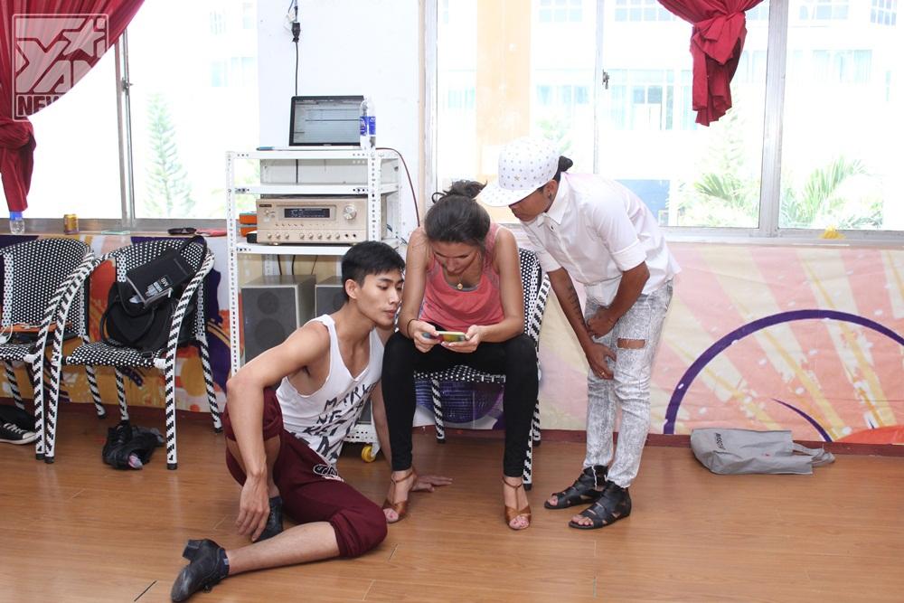 Bài nhảy của Hữu Long và Elena được sự hỗ trợ từ phía biên đạo múa Crazy Nhóc - một biên đạo trẻ có nhiều kinh nghiệm biên đạo cho các bài múa trong nhiều show diễn.