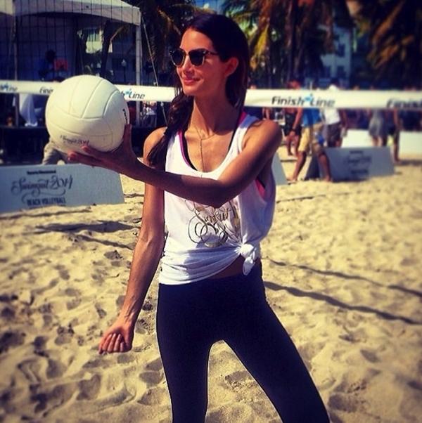 Lily Aldridge đã sẵn sàng cho giải bóng chuyền siêu mẫu của Sports Illustrated.