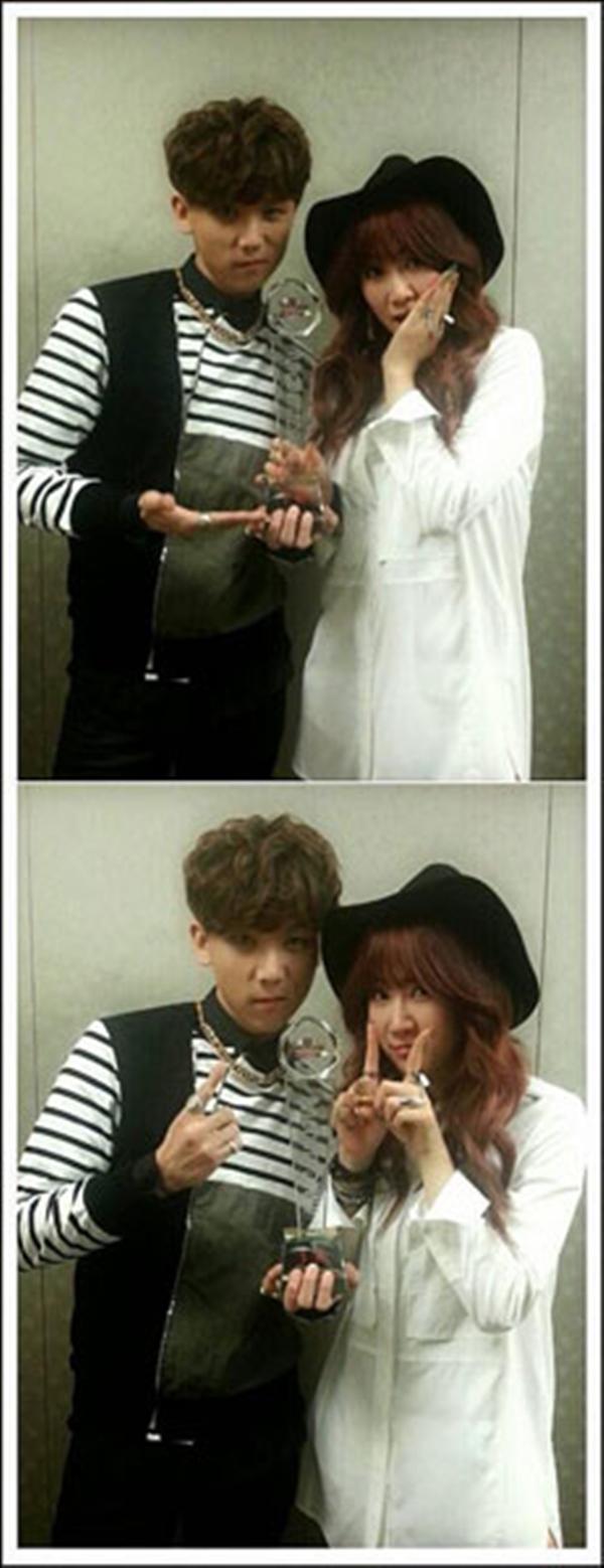 Soyou SISTAR đã đăng một bức ảnh sau chiến thắng của cô với JunggiGo trên Mnet M COUNTDOWN.