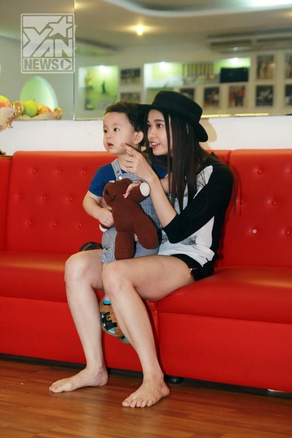 Trương Quỳnh Anh cùng bé Sushi (Cát An) - Tin sao Viet - Tin tuc sao Viet - Scandal sao Viet - Tin tuc cua Sao - Tin cua Sao