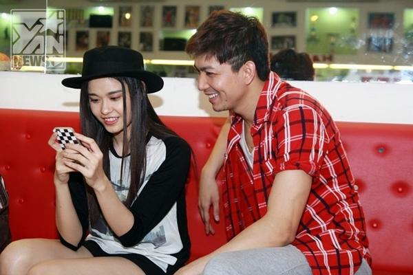 Quỳnh Anh xem chồng nhảy cũng kịp quay lại rồi ngồi góp ý cho Tim - Tin sao Viet - Tin tuc sao Viet - Scandal sao Viet - Tin tuc cua Sao - Tin cua Sao