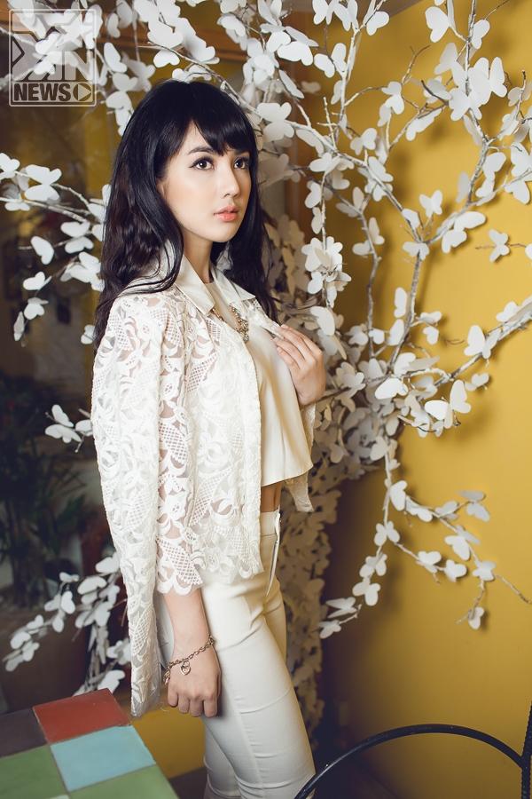 Ngắm hot girl Linh Napie đẹp tinh khôi trong sắc trắng
