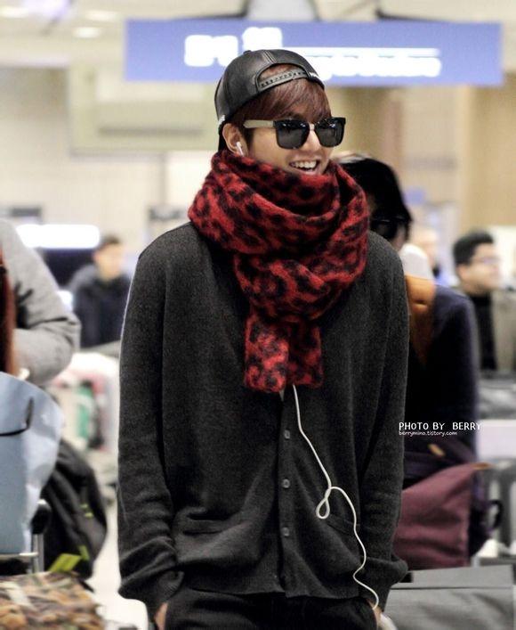 | Lee Min Ho quay về Hàn sau buổi chụp hình tại New Zealand vào ngày 11/2 vừa qua