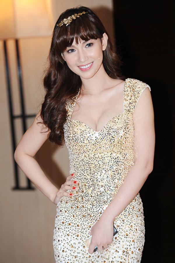 Quỳnh Chi đẹp ngỡ ngàng như công chúa khi xuất hiện gần đây, cô gây ấn tượng bởi bộ đầm óng ánh và kiểu tóc bằng lưa thưa trẻ trung