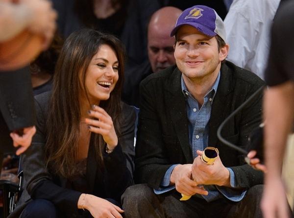 Mila Kunis cùng với bạn trai của mình.