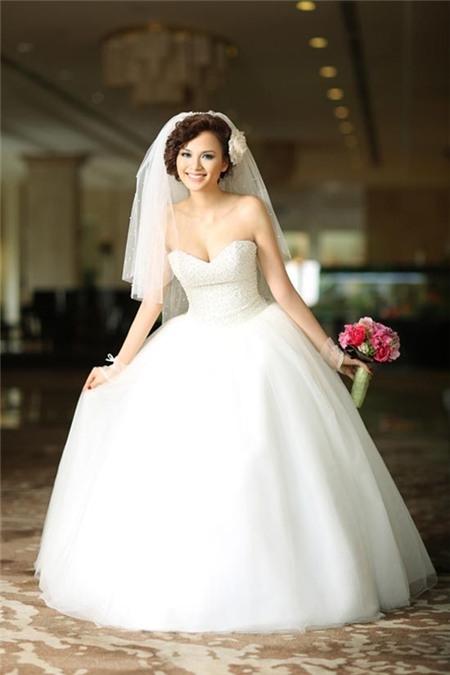 Hoa hậu thế giới Người Việt 2010 khẳng định mình mới đang tìm hiểu chứ chưa kết hôn.