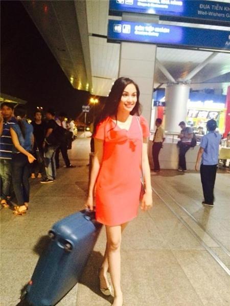 Sau đó vài ngày, Diễm Hương xuất hiện ở sân bay với thần thái khá vui vẻ