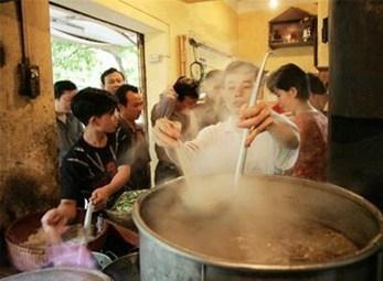 """Những kiểu phục vụ """"không cần"""" khách chỉ có ở Hà Nội"""