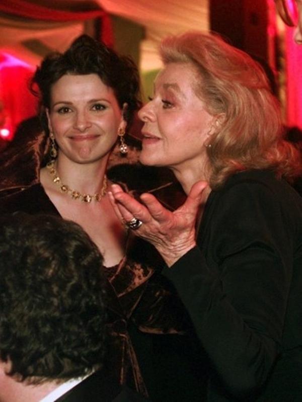 Lauren nhìn choáng váng khi Juliette Binoche được đặt tên là Nữ diễn viên phụ xuất sắc nhất cho The English Patient