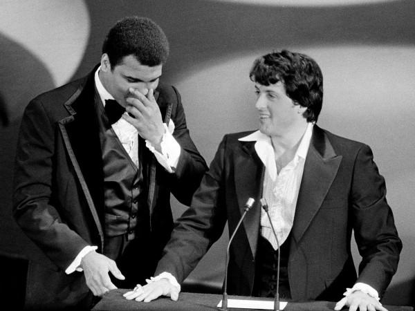 Bộ phim kinh phí thấp đấm bốc nổi tiếng Sylvester Stallone của Rocky sốc người hâm mộ bộ phim khi được ba giải thưởng - trong đó có Phim hay nhất.