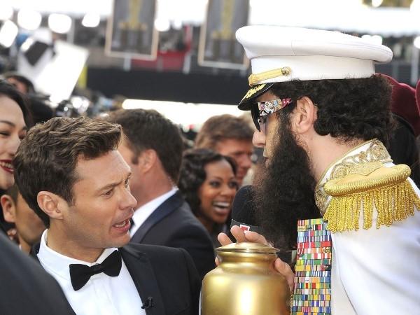 Mặc dù ông được biết đến với những trò điên rồ của mình, nó vẫn là một bất ngờ để xem Sacha Baron Cohen xuất hiện tại lễ trao giải Oscar 2012 ăn mặc như nhân vật trong phim của mình là The Dictator và đổ màu xám 'tro' trên thảm đỏ .
