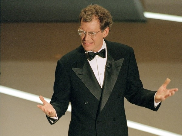 """Mặc dù là một trong những dẫn chương trình được yêu thích nhất của Mỹ, David Letterman đã bị mất điểm khi trình bày với khán giả lễ trao giải Oscar. Sự cố nổi tiếng nhất và đau đớn liên quan đến anh ta giới thiệu Oprah Winfrey , Uma Thurman bằng cách nói, """"Oprah ... Uma."""