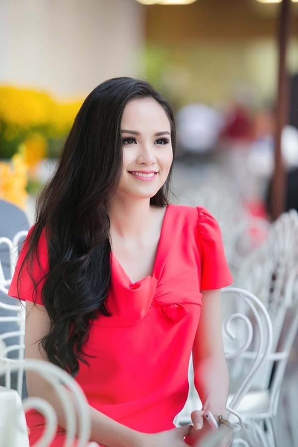 Diễm Hươngtươi tắn trong lần gặp gỡ phóng viên vào tuần trước, thời điểm cô chưa bị chồng đệ đơn ly hôn.