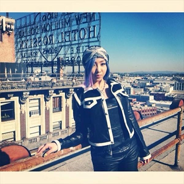 Kỷ niệm việc phát hành MV, Minzy của 2NE1 đăng một bức ảnh hậu trường này
