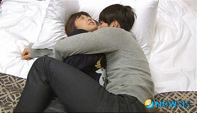 Nữ diễn viên đóng thế Ha Ji Won tức tối vì bị người tình giàu có bắt nạt.
