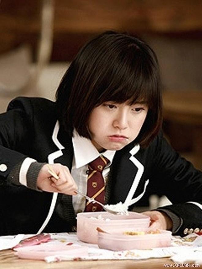 """Phong cách ăn uống của """"nàng Cỏ"""" Goo Hye Sun thật khác người."""