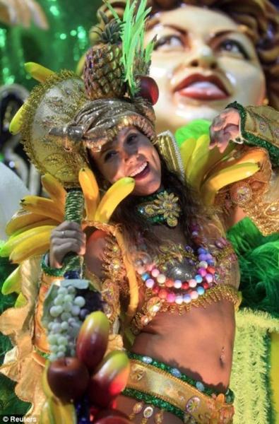 Choáng ngợp không khí sôi động và rực rỡ sắc màu tại Rio Carnival