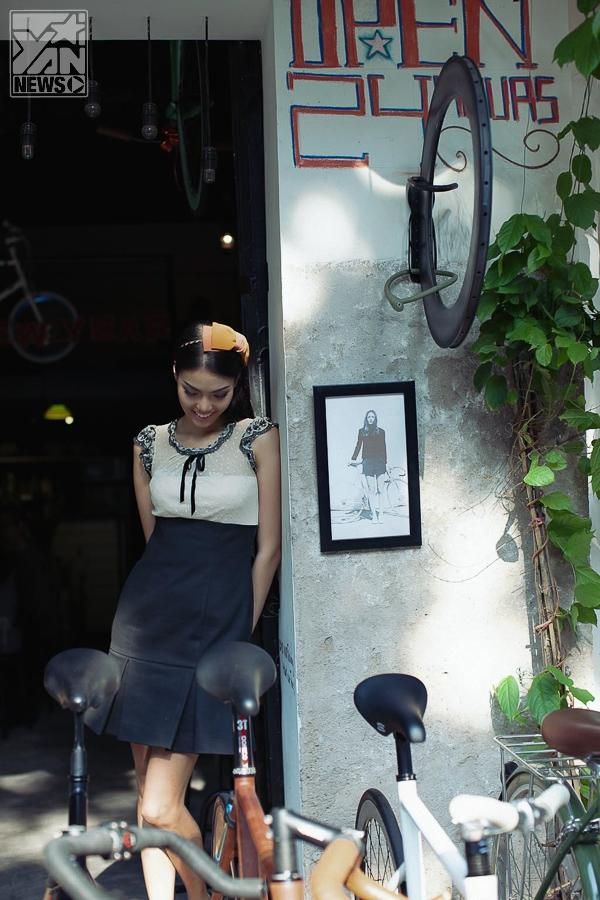 """Siêu mẫu Lan Khuê """"tỏa nắng"""" với nét đẹp cổ điển bên góc quán xưa"""