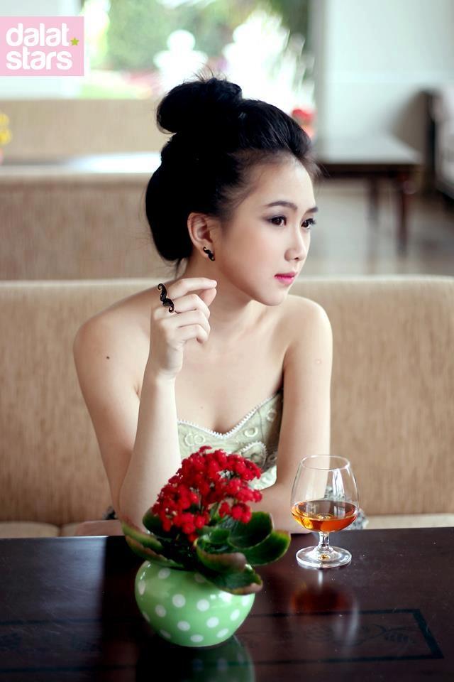 Những cô gái Việt Nam xinh xắn đốn ngã tim cư dân mạng