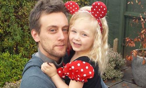 Tom cùng bé Kelli