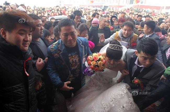 Rất nhiều người đã rơi nước mắt khi chứng kiến đám cưới này.