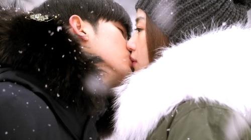 Cảnh hôn Chon Song Yi giữa tuyết là cảnh mà Kim Soo Hyun thích nhất
